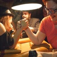 Nachtschicht, Dresden, Hutball, Hutballparty, Party zum Hutball, Party, Ausgehen, Weißer Hirsch, Parkhotel, Curry & Co., Tanz, Musik, Dresden fernsehen, Sophia Matthes, Susanne Meyer-Götz, Simone Meyer-Götz, Sachsen Fernsehen