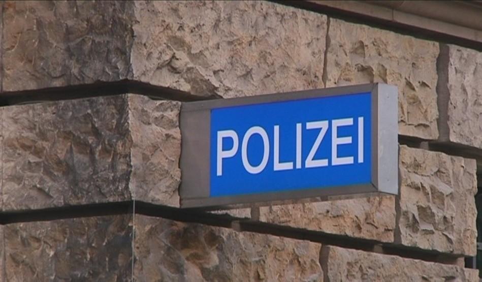 Kripo ermittelt! Sieben Männer quälen und treten 18-Jährigen