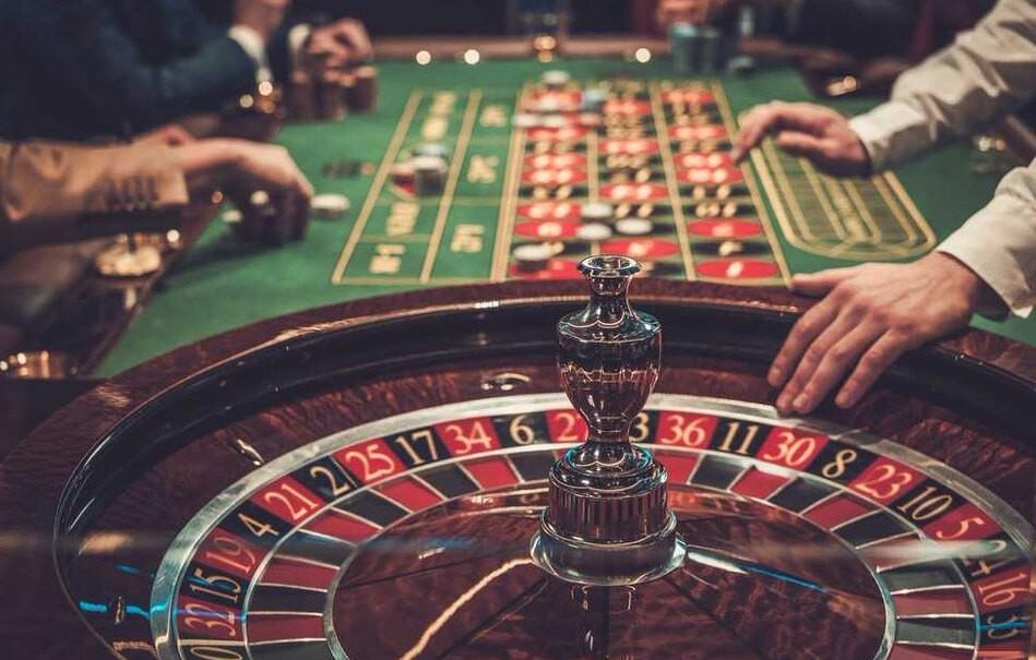 Spieler im Casino spielen Roulette, © Nejron photo 605058941/Shutterstock