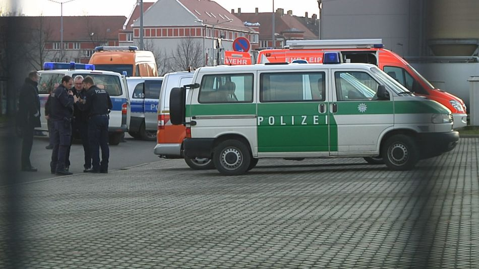 Fliegerbombe entdeckt: Zugverkehr zum Flughafen gesperrt