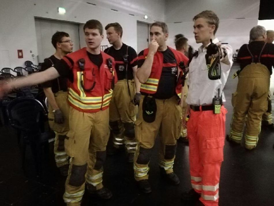 Sanitäter die sich in der Notunterkunft beraten, © Feuerwehr Dresden