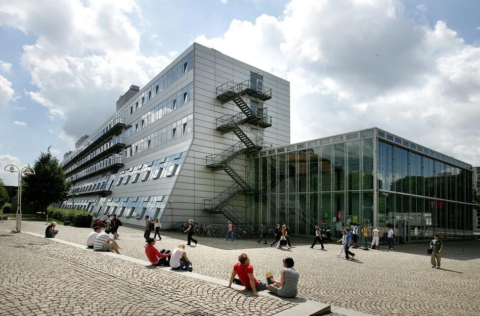 Schule, © ADOBE.STOCK / JÖRG LANTELME